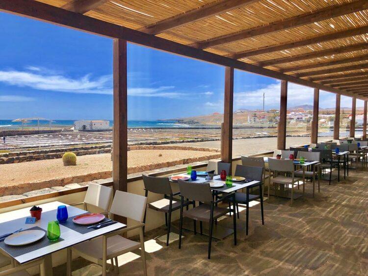 Terraza del Restaurante Las Salinas del Carmen, en una foto de archivo