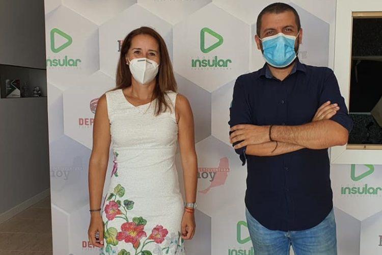 Lola García y Álvaro Veiga en los estudios de Radio Insular