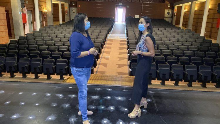 Esther Hernandez y Nelida Padilla en una foto de archivo