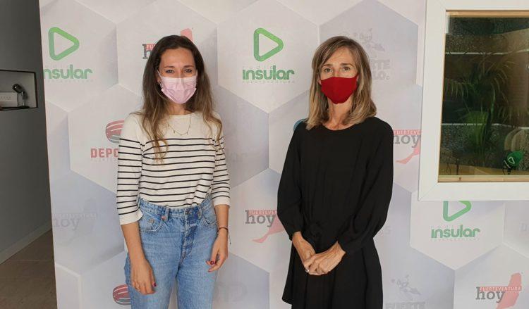 Jessica de León y Pía Peñagarikano en los estudios de Radio Insular