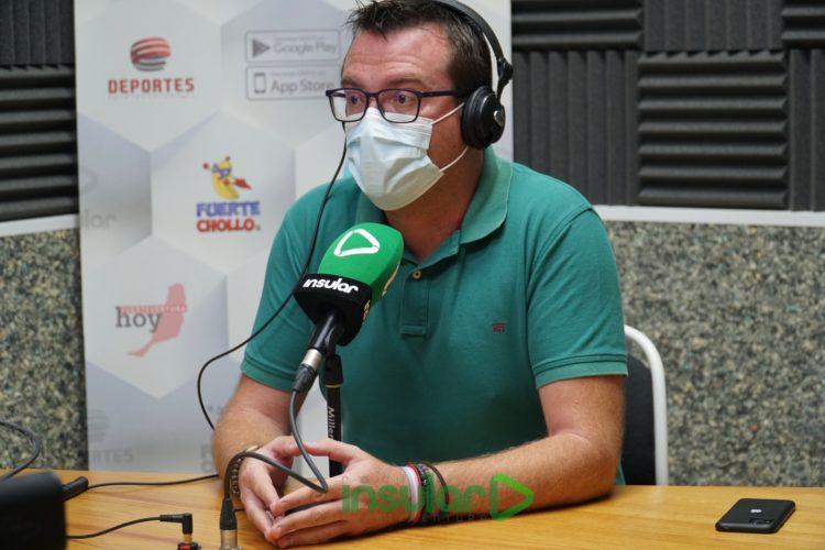 Adargoma Hernández en los estudios de Radio Insular Fuerteventura