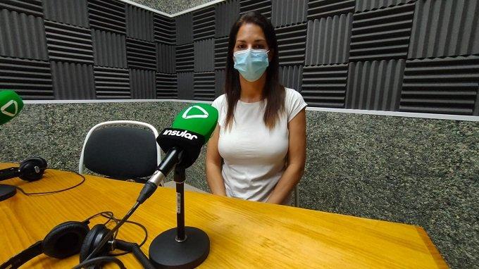Eva Azurmedi en los estudios de Radio Insular