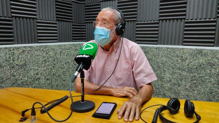 Gerardo Mesa en los estudios de Radio Insular