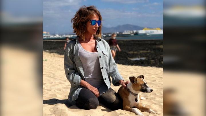 María Patiño en La Oliva, con su mascota